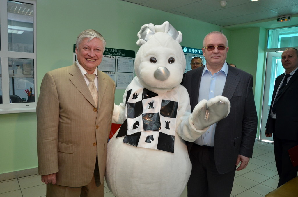 Анатолий Карпов - двенадцатый чемпион мира по шахматам