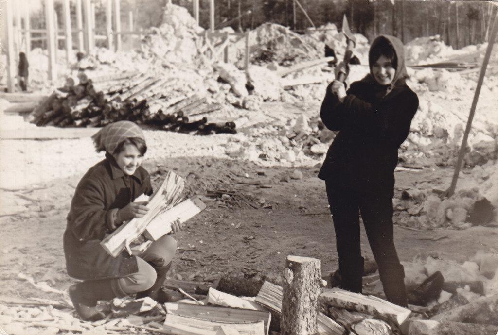 Тимоничева В.И. - Тимоничева В.И. Нам не страшен ни мороз, ни трудности севера! 1971 год на карьере.